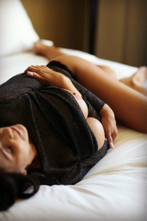 Maitee escorts in Port Washington, WI